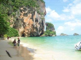 Paket wisata murah 2018 ke singapura bali jogja pulau seribu lombok malang plus termasuk tiket pesawat dari semarang untuk keluarga 3 hari 2 malam tanpa hotel dieng jakarta tour liburan eropa japang thailand